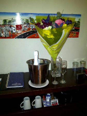 Protea Hotel Bloemfontein Willow Lake: Flowers and Champagne for our Celebration.
