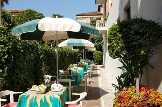 Hotel Santa Lucia: Giardino privato  per colazione e relax - Privat garden for breakfsta and relax