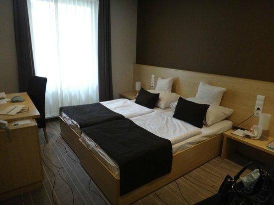 Promenade City Hotel: Quarto
