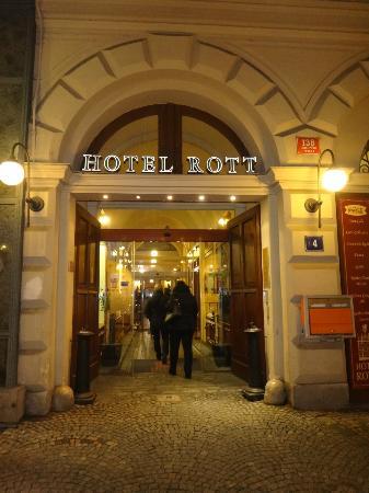 Rott Hotel: Entrada do Hotel