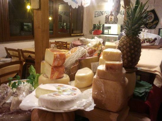 La Locanda dell'Antico Pozzo: vasto assortimento di formaggi tipici italiani