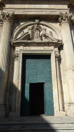 Chiesa di Sant'Irene: facciata della Chiesa-portale