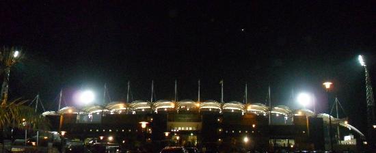 Hotel de Federaciones Malabo: Estadio de Fútbol, de noche