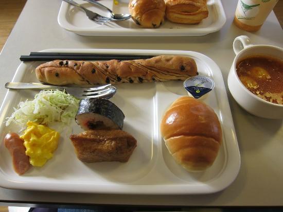 Comfort Hotel Kumamoto: 日式和美式的自助早餐