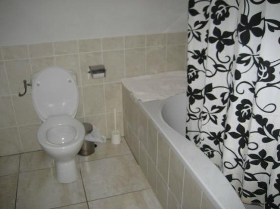 Aivengo Youth Hostel : El baño del habitación bonita