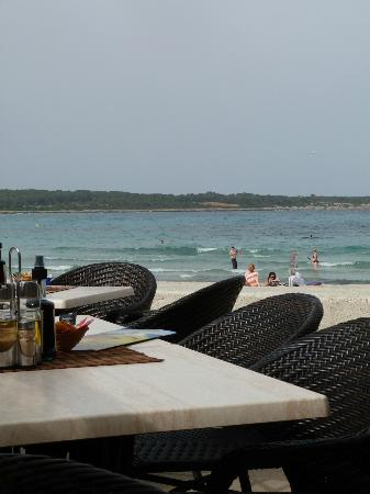 The Beach Bar : Sitting outside, watching people passing by...