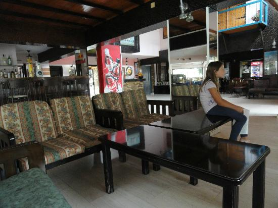 Cactus Hotel: Lobby and the view to the recepion