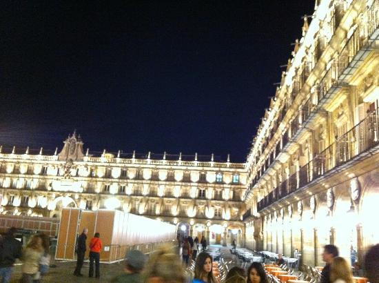 Hostal Plaza Mayor: 夜のプラサマヨール