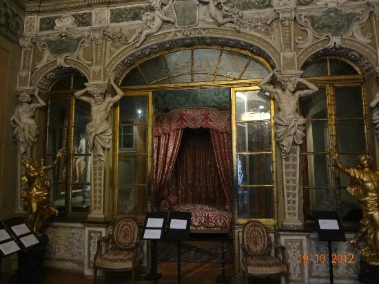 Palais Lascaris : 寝室?柵で仕切って一般は入れない、ガイドしてもらった人だけOK