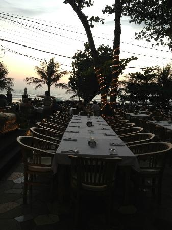 Hotel Kumala Pantai: Restaurant looking over the ocean