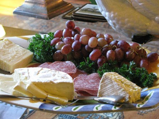 Union Street Inn: Cheese and Wine every evening!