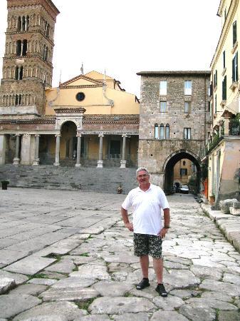 Terracina, Itália: Аппиева дорога проходит через центр г.Террачина
