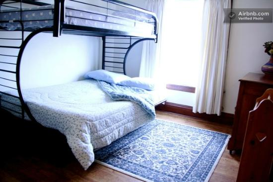 Wanderfalls Guesthouse & Hostel: Private Room (Double with Twin on Top)