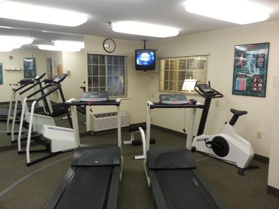 Hawthorn Suites by Wyndham Charlotte/Executive Park: Fitness center