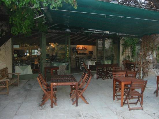 Hotel du Moulin d'Aure : Restaurant patio