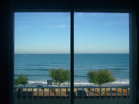 Hotel Valencia: Vue sur la mer