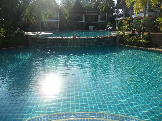 Royal Lanta Resort and Spa: Garden pool