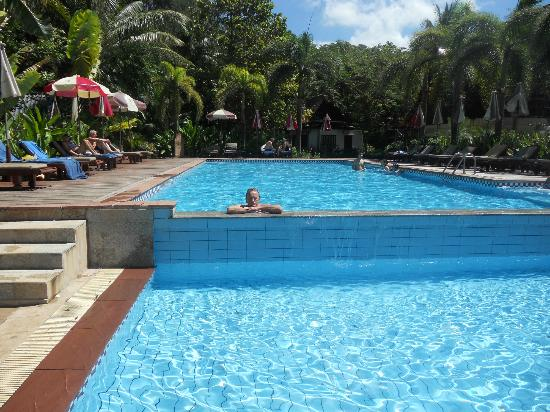Royal Lanta Resort and Spa: Beach pool