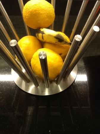 Hyatt Place Richmond/Chester: rotten fruit for breakfast!