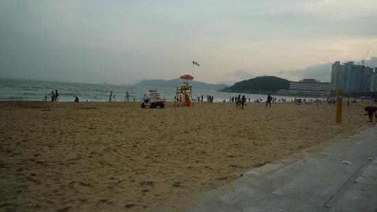 Haeundae Beach: Misty water
