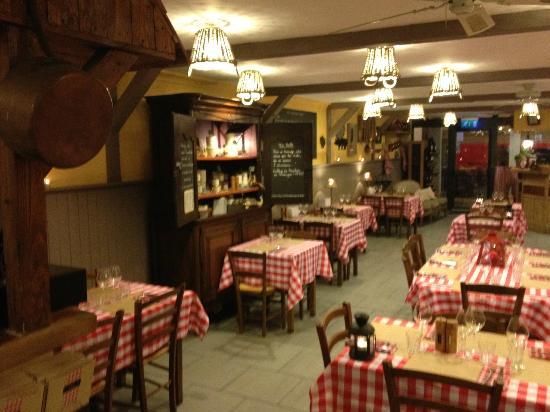 Le Domaine de Chavagnac : salle du restaurant