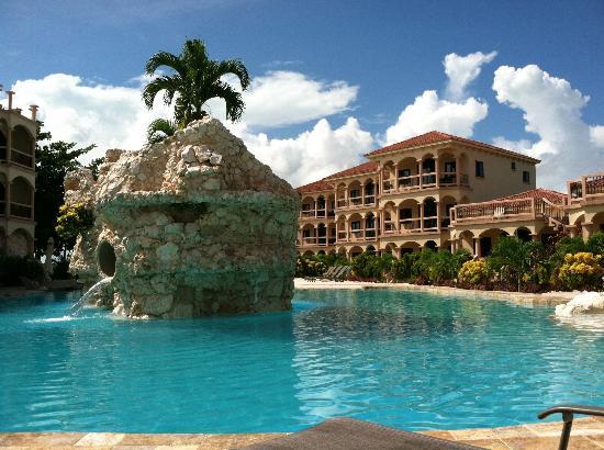 Coco Beach Resort : Coco Beach pool