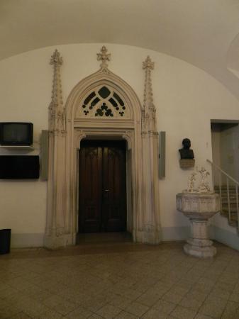 Die Burgkapelle: door to chapel