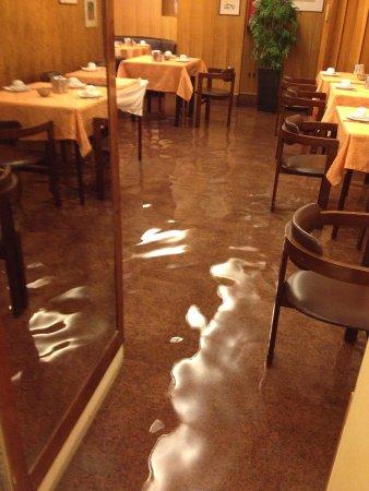 Hotel Campiello: Sala colazione con acqua alta