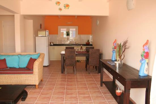 Blachi Koko Apartments Bonaire: Apt Kokolishi kitchen