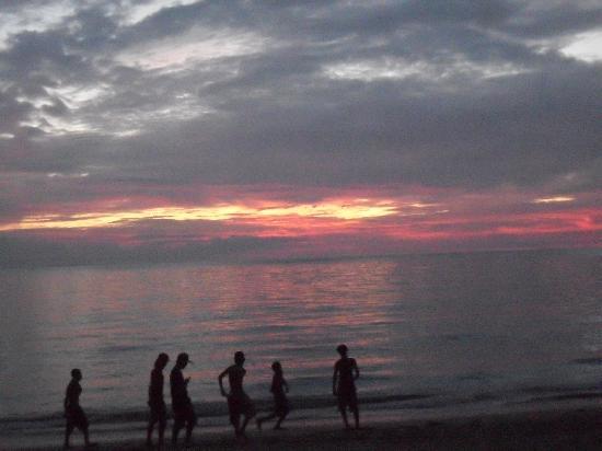Sea Park Beach Resort: Sea Park Beach at Sunset