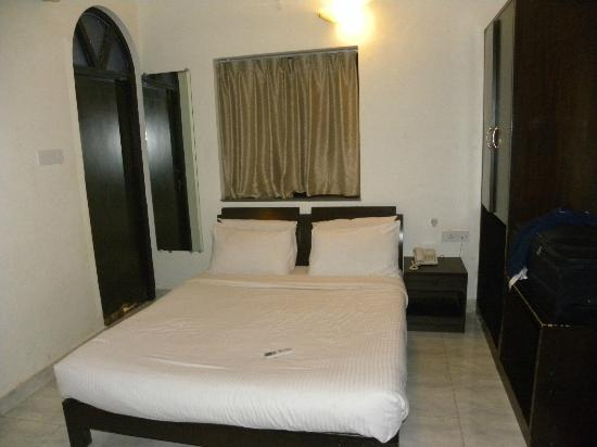 The Country Club De Goa Resort: Bed
