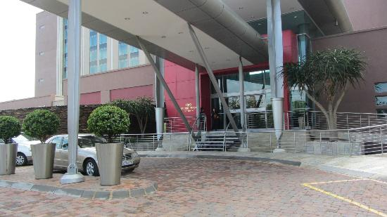 Crowne Plaza Johannesburg - The Rosebank: entrance