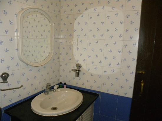 The Country Club De Goa Resort: Bathroom