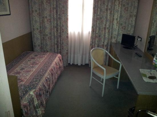 Hotel Raffaello: interno camera singola