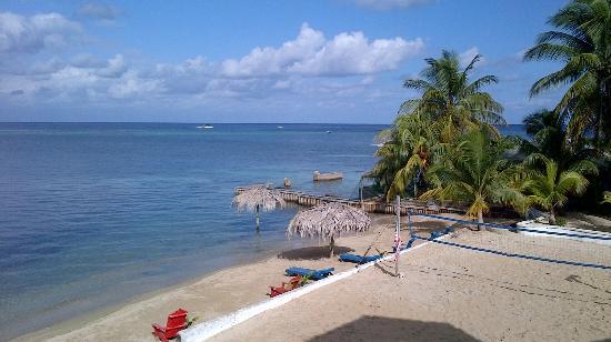Sueno Del Mar Resort: Quiet area in front of Tita's