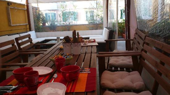 St. John's Terrace: Breakfast on the terrace