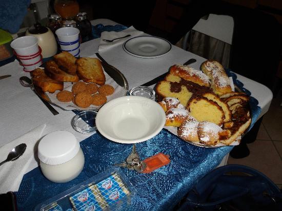 Giglio del Conero bed & breakfast: La colazione... solo leccornie... nulla di confezionato