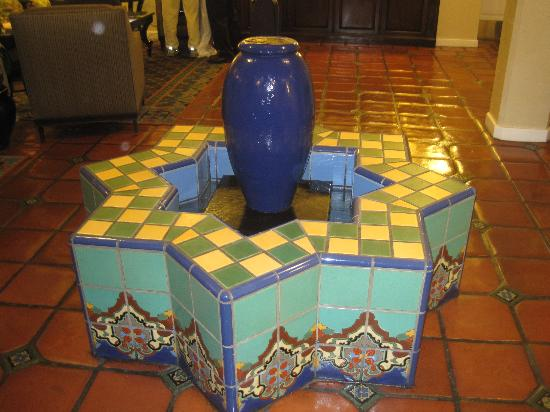 Holiday Inn Express Santa Barbara: Love the tilework in this hotel! wish I had a fountain like this in my house!