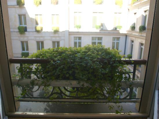 Park Hyatt Paris - Vendome: Juliette balconies!