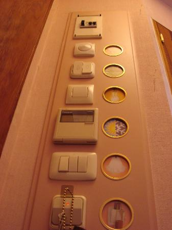 Hotel Continental Barcelona: All the electrical switches as you enter the room