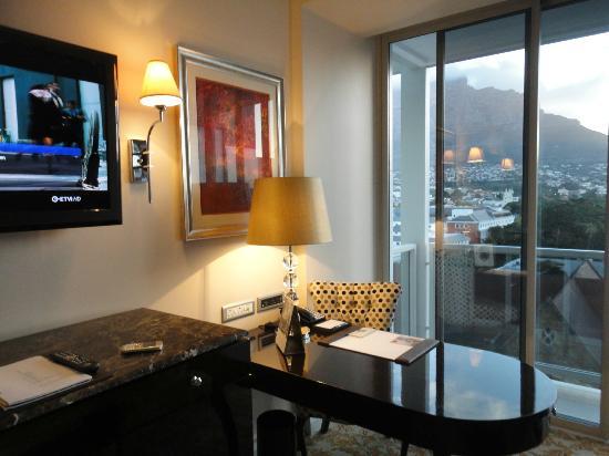 Taj Cape Town : un angolo della camera
