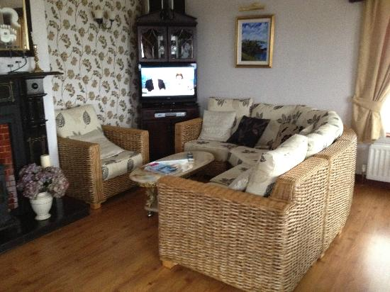 Seaview Bed and Breakfast: living area