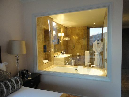 Taj Cape Town : la parete a vetrata del bagno