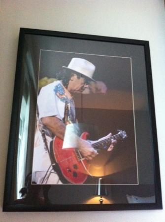 Hard Rock Hotel Pattaya: we got carlos santana in our room! :)