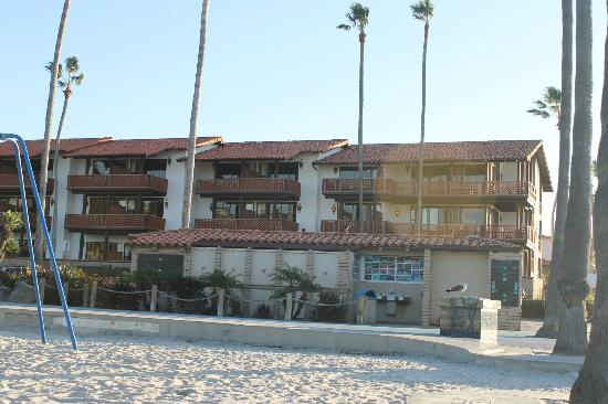 La Jolla Shores Hotel: hotel from the playground