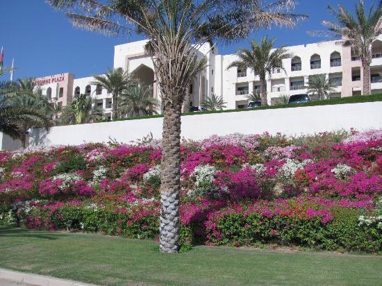 Crowne Plaza Sohar: Front of Hotel
