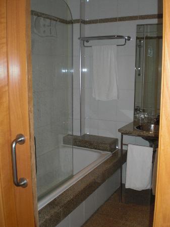 هوتل ألفونسو I: Baño de la habitación 