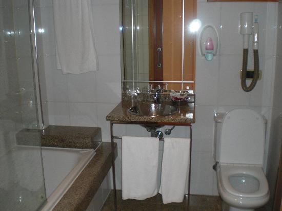 هوتل ألفونسو I: Baño 