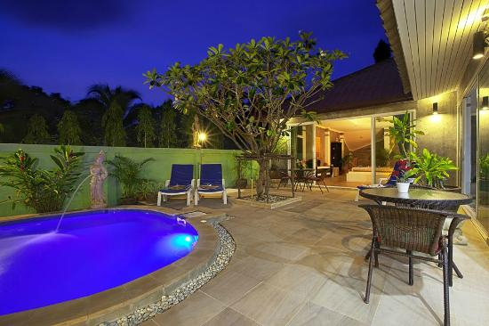 Sunshine Guest House Phuket Thailand: Terrace area