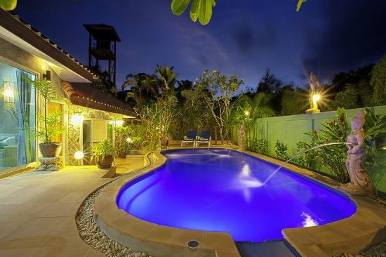 Sunshine Guest House Phuket Thailand: Pool Area